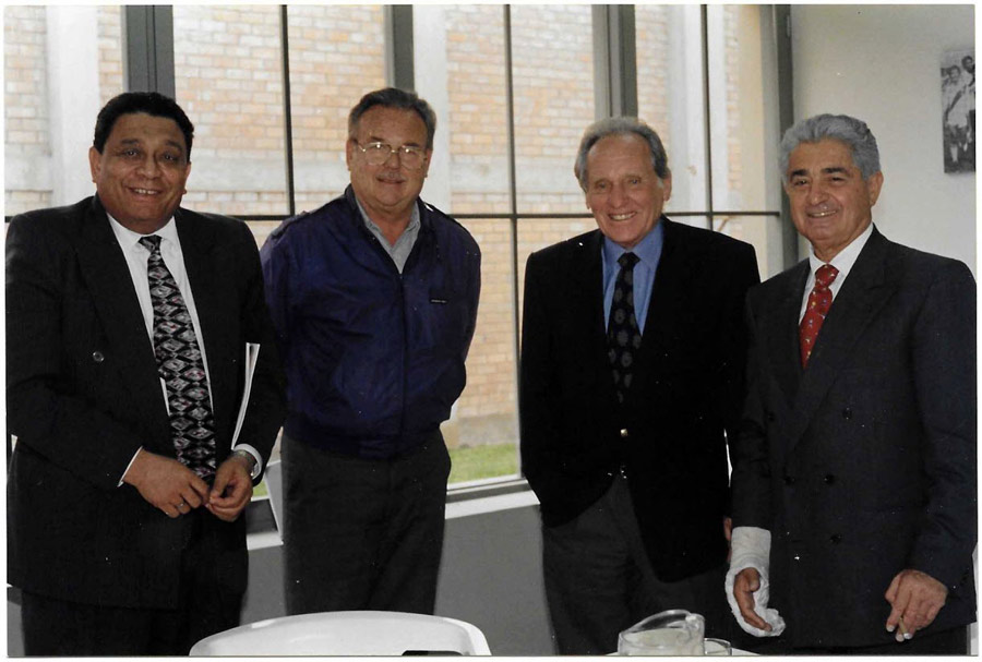 Azi Wolfenson con Delfino, Pepe Aramburú y Arturo Woodman