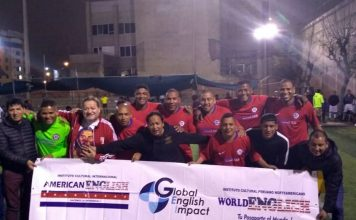"Equipo de ex cracks de la ""U"" que representan a Chile (World English) que empataron 1-1 con Magdalena (Argentina) - Copa Todo Sport"