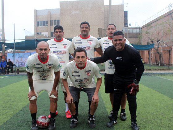 Este es el equipo de World English (Chile) con Carlos Soto, Chemo Ruiz, Machito Gómez, Michael Guevara, Pocholo Hernández y el arquero Augusto Cáceres
