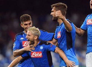 Napoli superó 2-0 a Liverpool