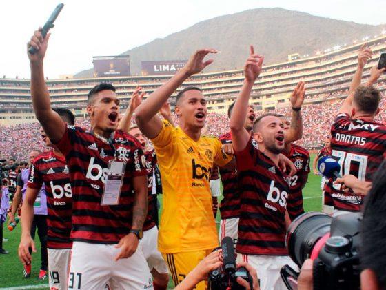 El plantel celebró en el campo del Monumental y quedará en la historia, pues es el primer campeón en ganar una final única.