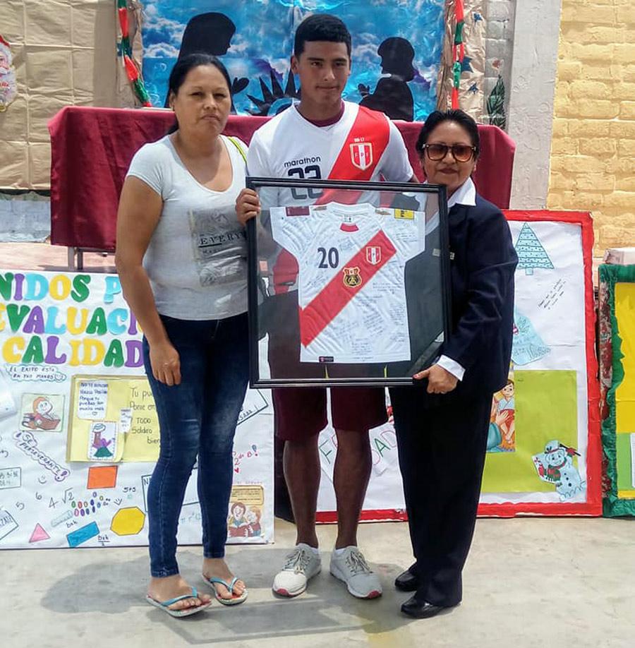 Kluiverth Aguilar es el orgullo de su colegio Sagrado Corazón de Jesús, cursa el quinto de secundaria.