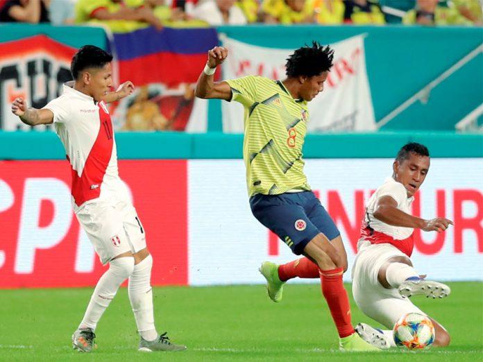 Perú pierde 1-0 ante Colombia en minuto final