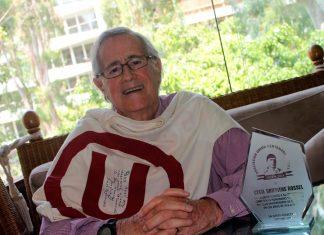 Cecil Griffiths Rossel, junto a su numerosa familia, y a lado de los miembros de la Asociación Centenario Crema, posaron para el lente de Todo Sport.