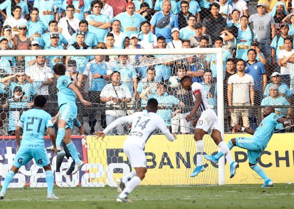 Fue el cuarto gol de Fuentes en el año. También le marcó a Cristal de cabeza en el 2-1 en Matute del Clausura
