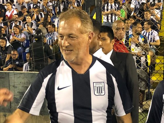 El alcalde de Lima, Jorge Muñoz, llegó al estadio para ver al club de sus amores. No oculta su pasión por el fútbol