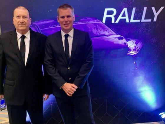 Ian Sierlecki en Rally R3, también recibió el reconocimiento del ente internacional. En la foto con Enrique Freire Berckemeyer, presidente de la Comisión del Deporte Automotor