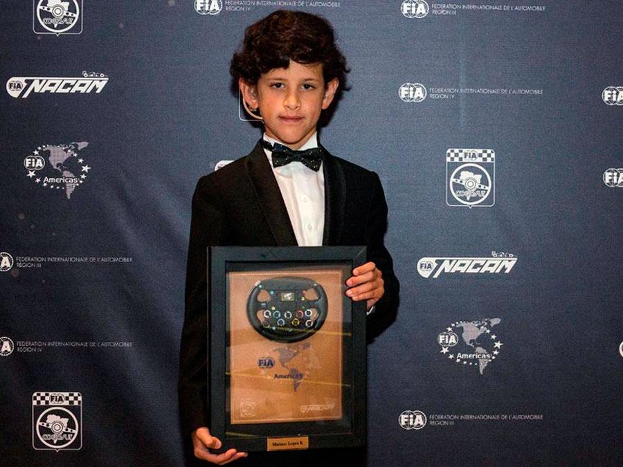 Mariano López luce orgulloso su premio obtenido