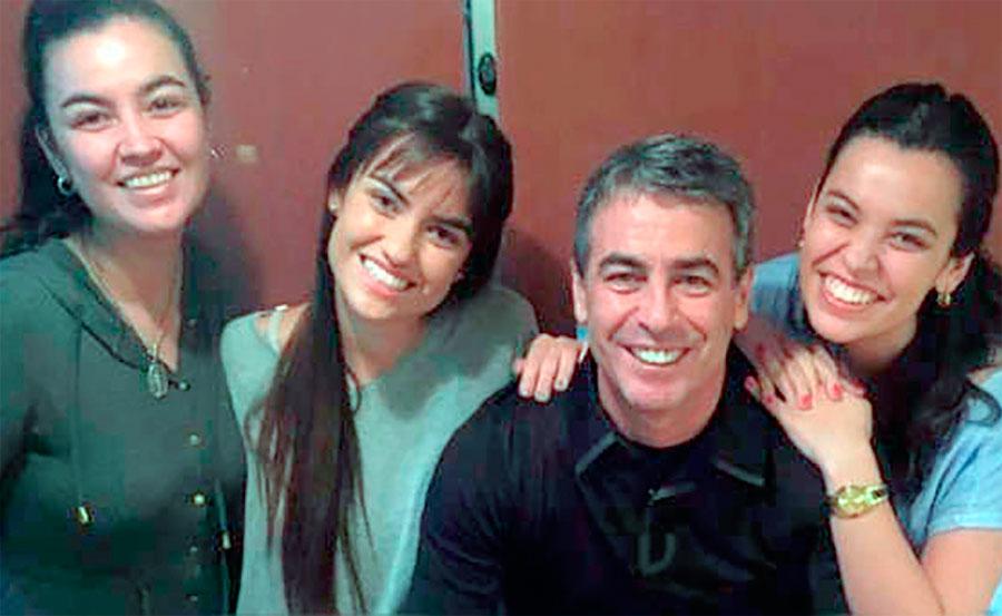 Pablo Bengoechea con sus bellas hijas