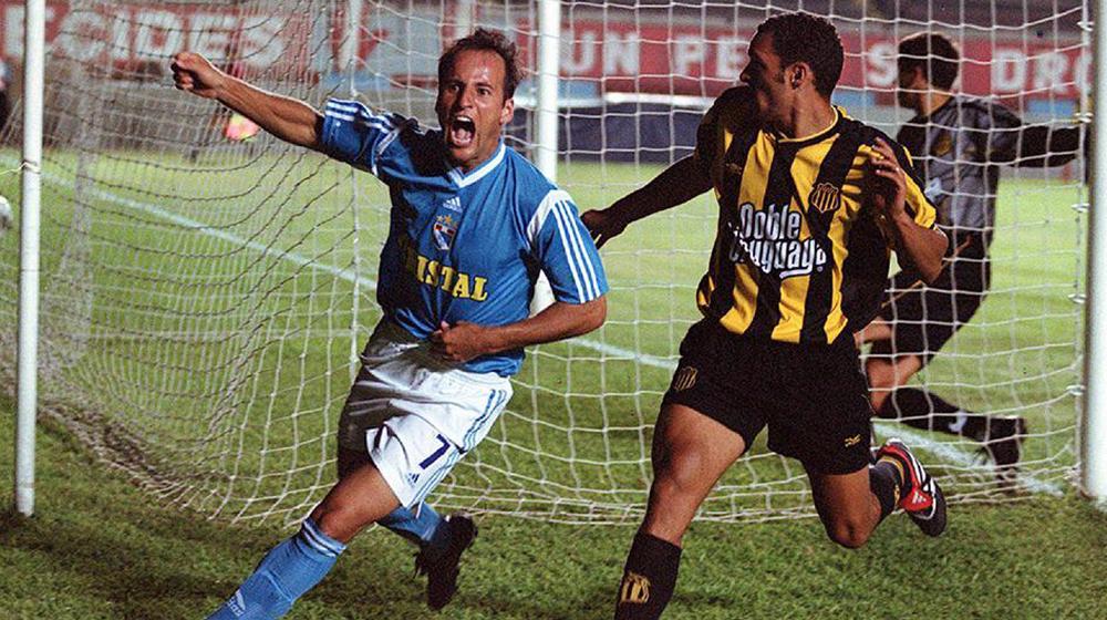 Recordó el empate de Peñarol y Cristal en 1996